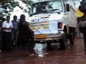 Indian woman pulls truck with teeth | BahVideo.com