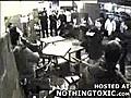 Sandalyeler havada uçustu,  gerçekten! | BahVideo.com