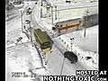 Tren okul servisine b yle arpti | BahVideo.com