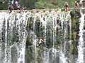 caida cascada espaldazo | BahVideo.com