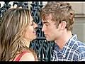 Liz Hurley Looks Dazzling on Gossip Girl Set | BahVideo.com