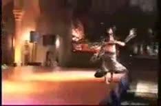 سقوط رقاصة بقوة | BahVideo.com