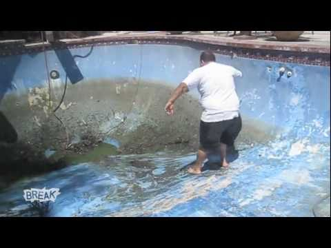 Man Eats It Cleaning Pool | BahVideo.com
