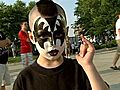 Fans Gather To See KISS | BahVideo.com