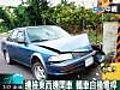 邊撿東西邊開車 轎車自撞電桿 (07/17 15:16) | BahVideo.com
