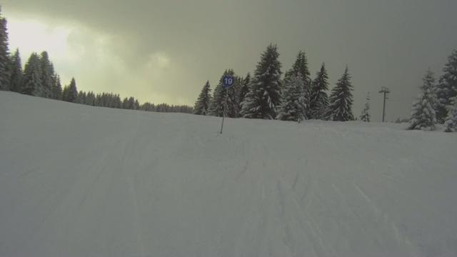 Go Pro HD: Goes skiing. | BahVideo.com