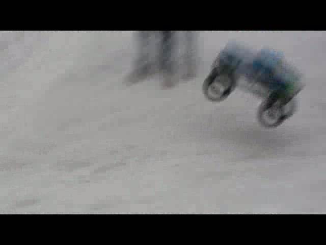 Spassfahrer im Schnee   BahVideo.com