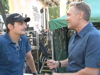 Brad Paisley s Backstage Secrets | BahVideo.com