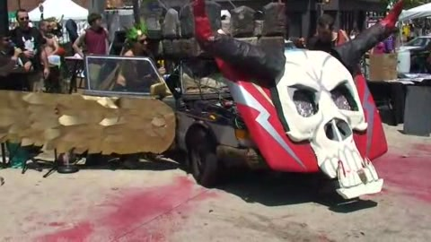 2011 Art Car Parade | BahVideo.com
