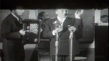 Johnny Kraaijkamp door de jaren heen | BahVideo.com