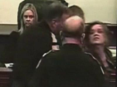 Raw Video Woman attacks judge during hearing | BahVideo.com